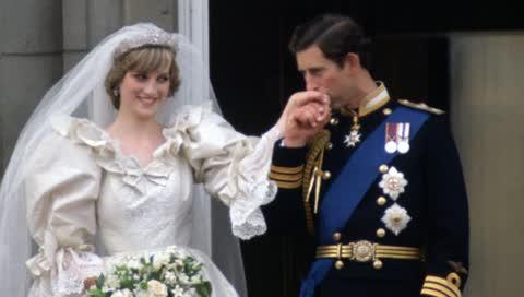 18 ikonische Fotos der Hochzeit von Prinz Charles und Lady Diana - vor exakt 40 Jahren