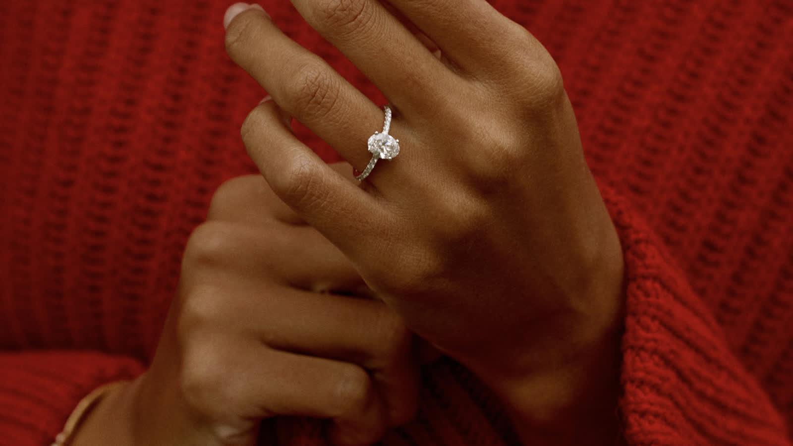 Nachhaltige Verlobungsringe: Meghan Markles liebstes Schmucklabel bringt jetzt Ringe mit Labor-Diamanten auf den Markt