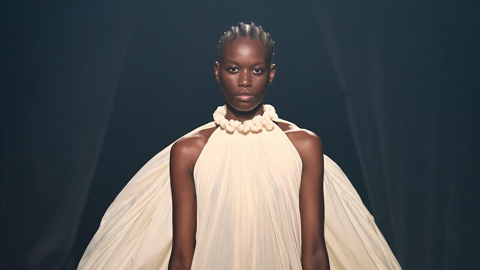 Hochzeitskleider: Diese 30 Runway-Looks sollte jede Braut-to-be gesehen haben
