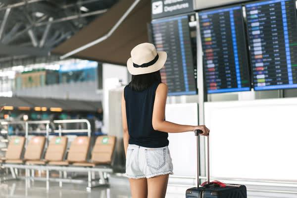 Flughafen-No-Gos: Diese 5 Kleidungsstücke solltet ihr auf Reisen auf keinen Fall tragen