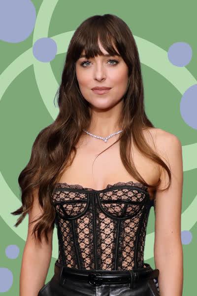 Dakota Johnson: Die Schauspielerin trägt DEN Anti-Jeans-Trend, der einfach nur perfekt für den Herbst ist - shoppe ihn ab 30 Euro nach