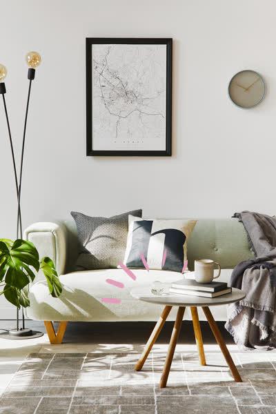 Interior-Must-have: Diese 5 minimalistischen Beistelltische von H&M Home, Ikea & Co. sind perfekt für kleine Wohnungen - und kosten ab 15 Euro!
