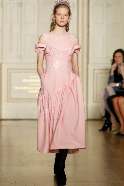 """H&M x Simone Rocha: Die neue Designer-Koop ist perfekt für den Frühling 2021 - und """"Bridgerton""""-Fans werden sie garantiert lieben!"""