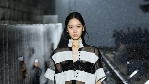 Capsule Wardrobe: Mit diesen Mode-Basics gelingt minimalistischer Chic in 5 simplen Schritten