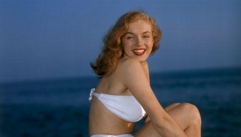 Von Marilyn Monroe bis Ursula Andress: 8 weiße Badeanzüge als Inspiration für Ihre Strandhochzeit